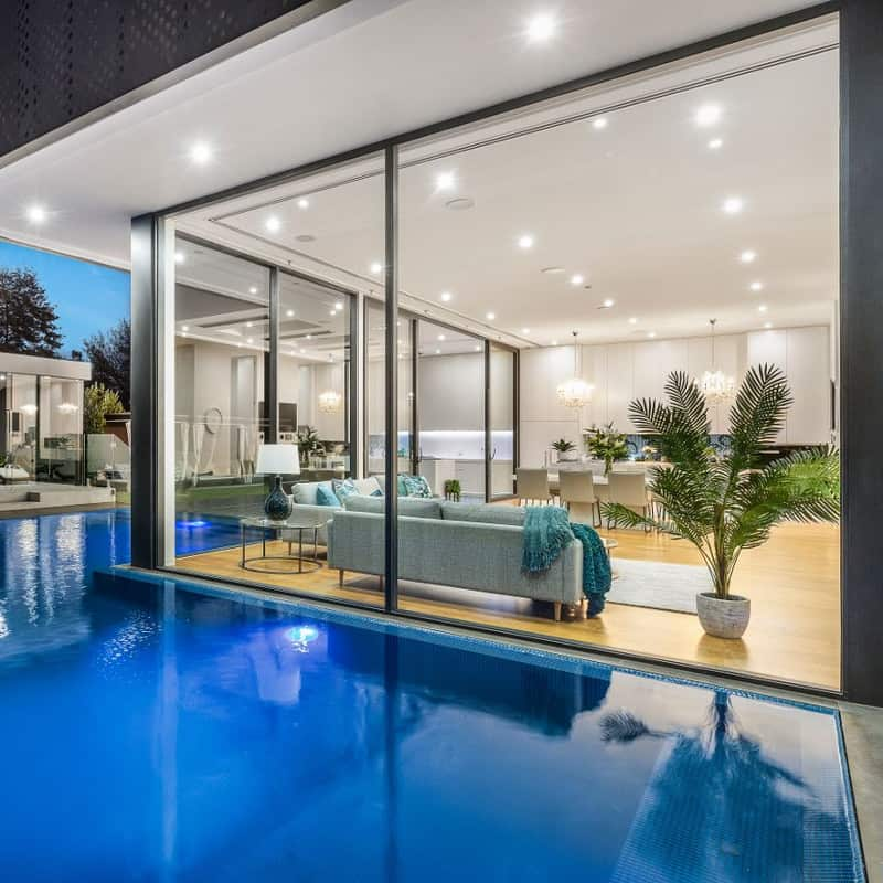 window cleaning bentleigh with pool
